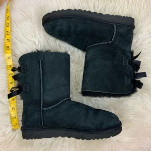 UGG Women's laced-up ribbon black boots - Sz 8